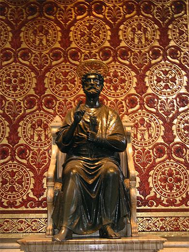 статуя Св. Петра в базилике сакре кер