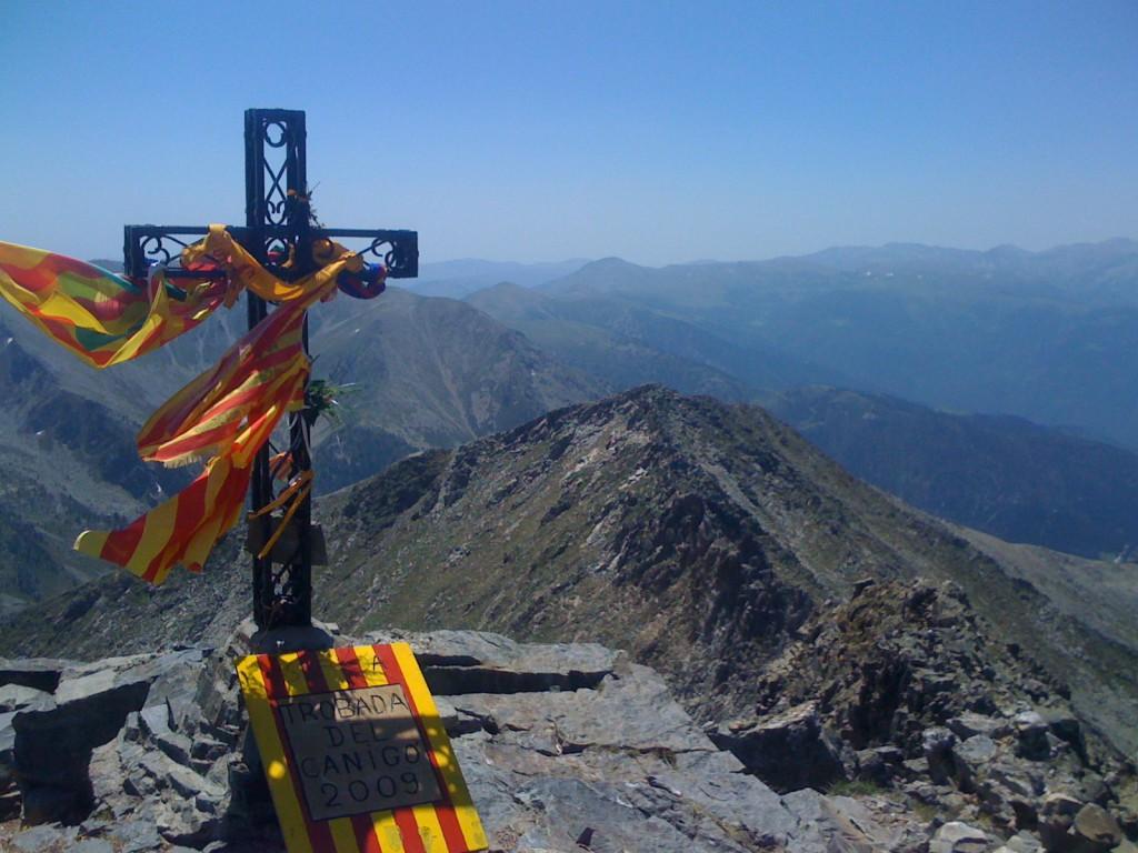 крест на вершине канигу