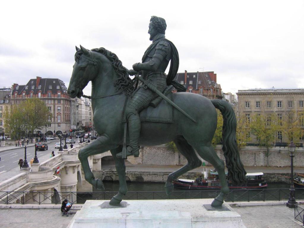 статуя генриха 4